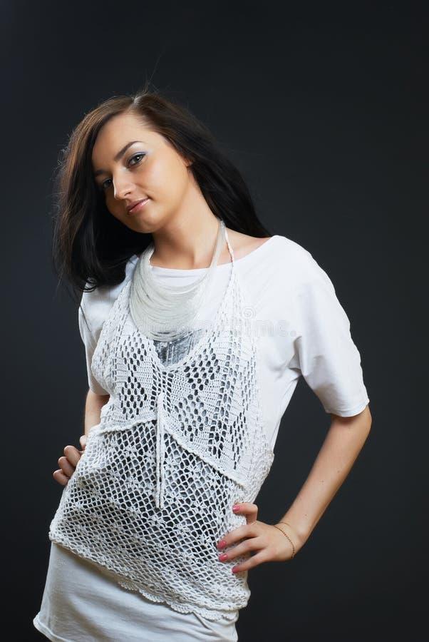 Mulher ocasional na camisa do demin fotos de stock royalty free