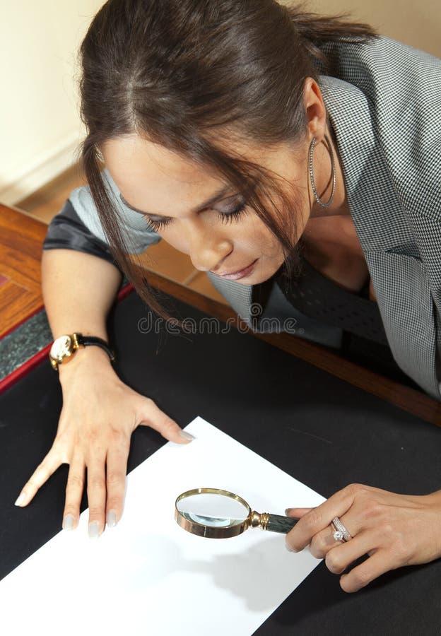 A mulher olha no original foto de stock royalty free