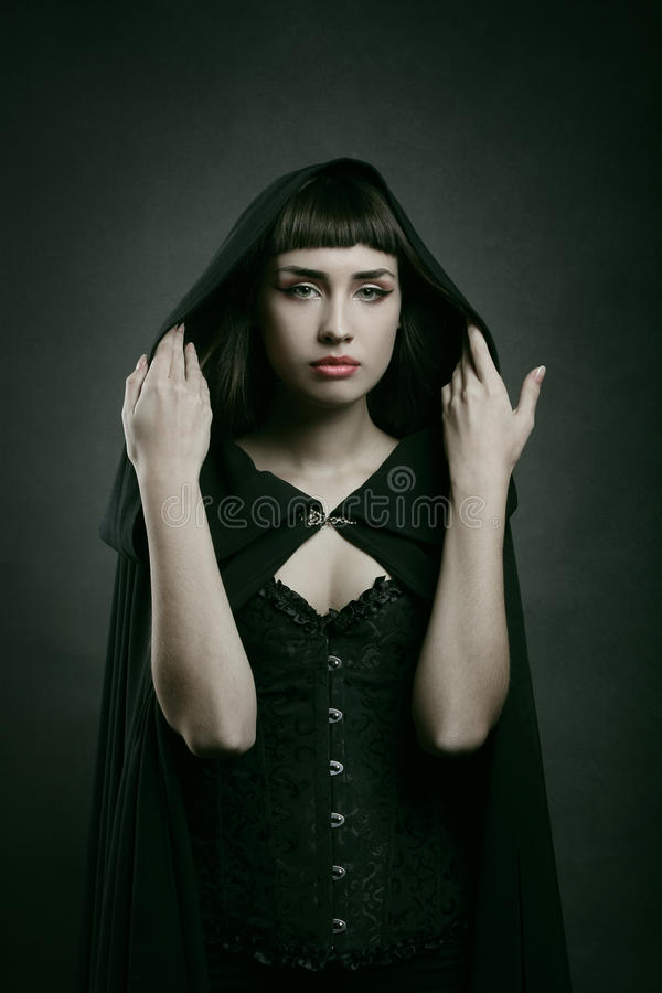 Mulher pálida bonita com casaco preto foto de stock royalty free