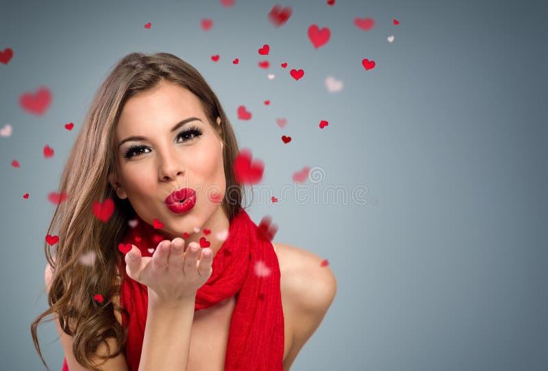 Mulher para fundir beijos fotos de stock