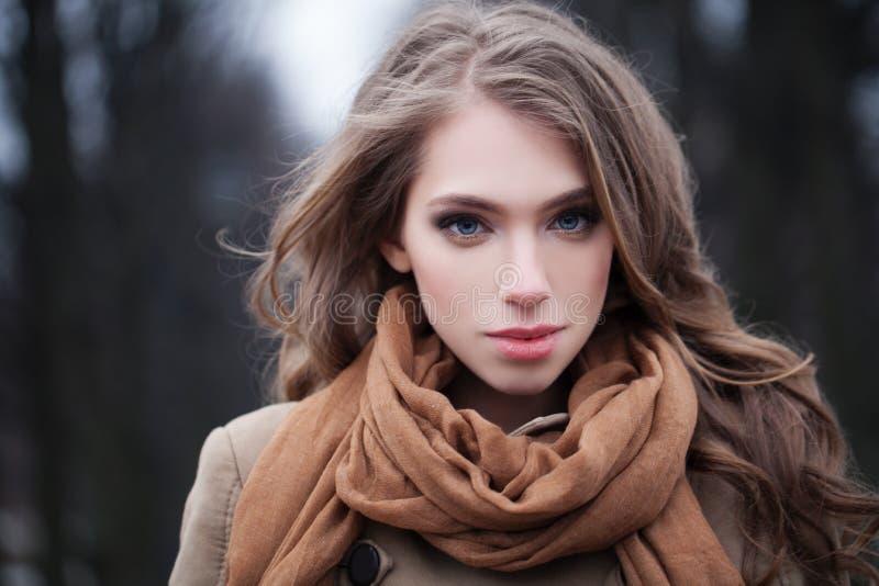 Mulher perfeita fora Cara fêmea imagem de stock royalty free