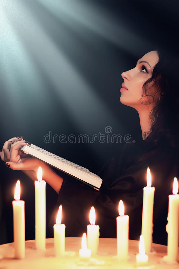 Mulher Praying foto de stock royalty free