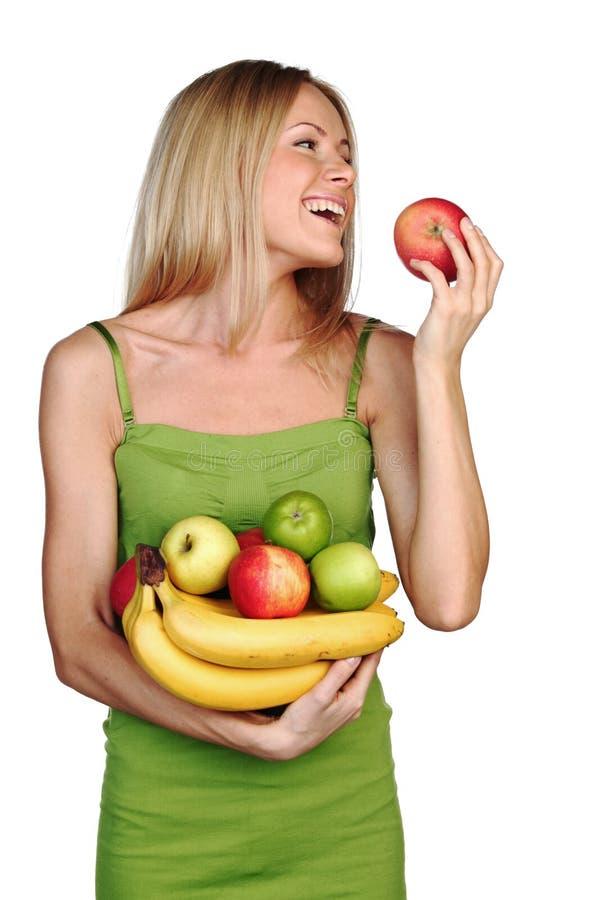 A mulher prende uma pilha da fruta imagens de stock royalty free