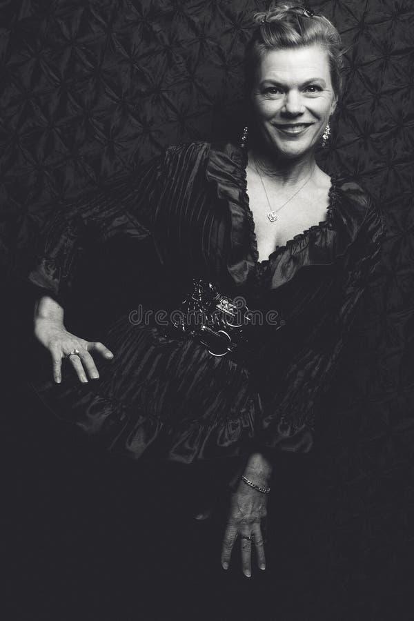 Mulher preto e branco bonita fotos de stock royalty free
