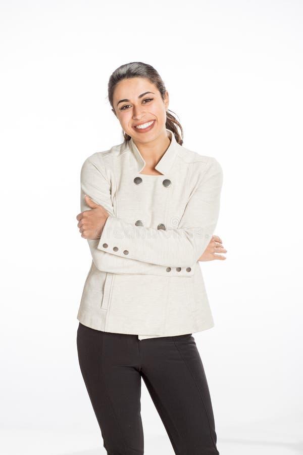 A mulher profissional nova vestiu-se para o negócio com um grande sorriso que olha feliz Grande conceito para o sucesso, a alegri imagens de stock