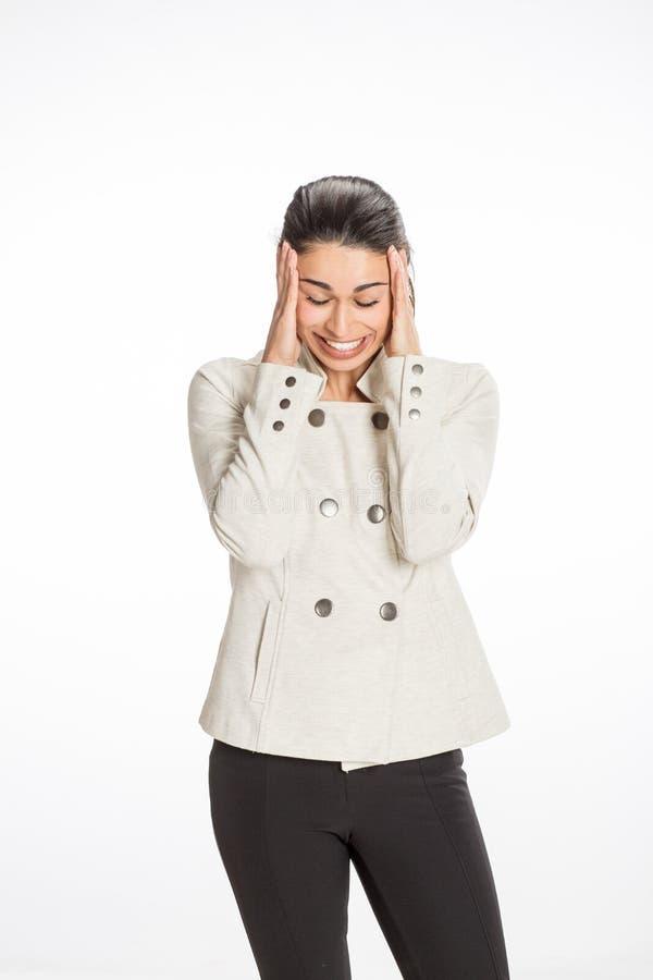 A mulher profissional nova vestiu-se para o negócio com um grande sorriso que olha forçado para fora Grande conceito para a press imagem de stock