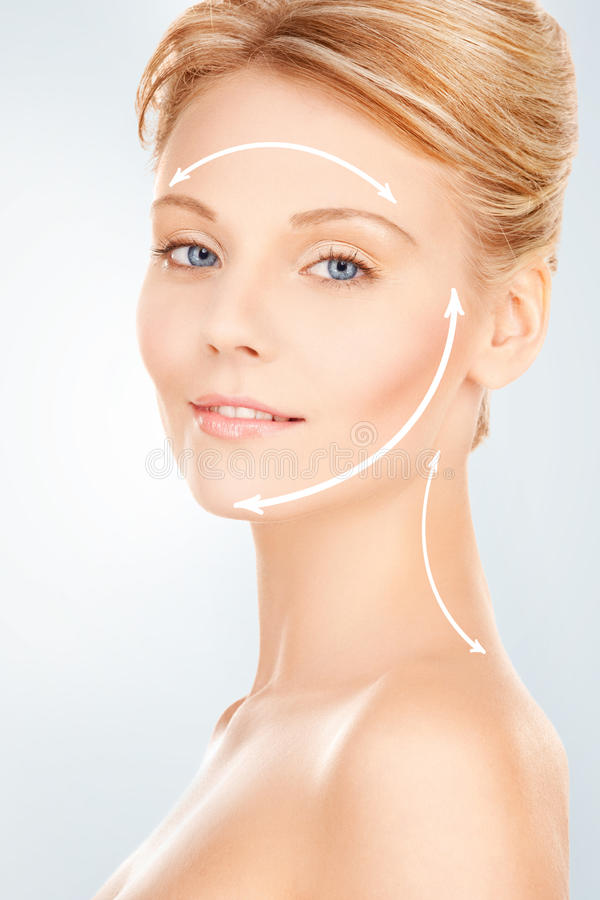 Mulher pronta para a cirurgia estética foto de stock
