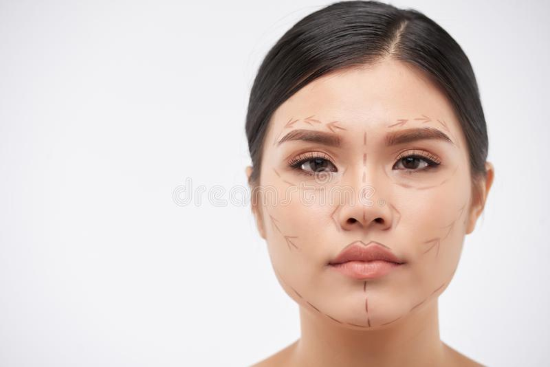 Mulher pronta para a cirurgia plástica foto de stock