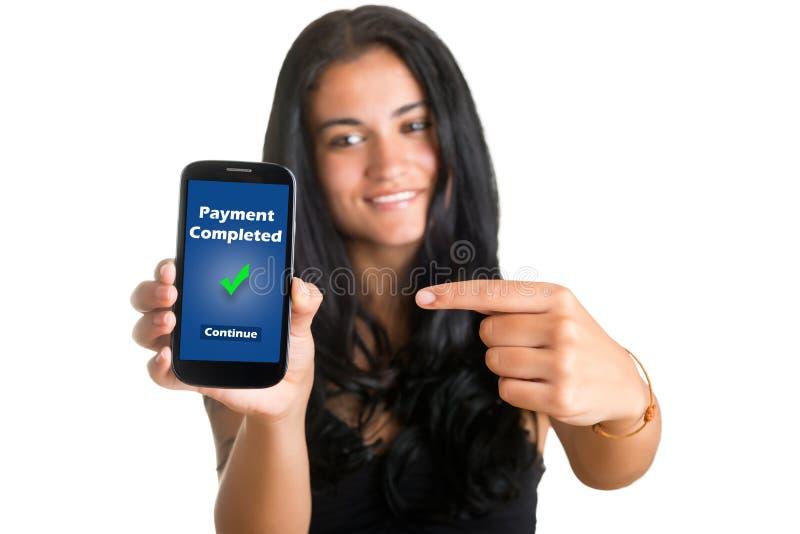 Mulher que aponta em um telefone celular fotografia de stock royalty free