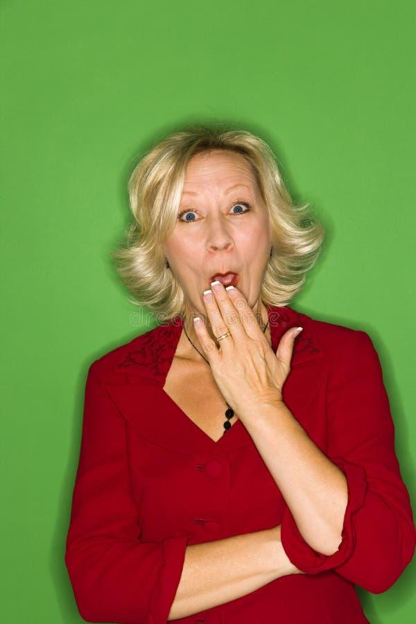 Mulher que boceja ou surpreendida fotografia de stock royalty free
