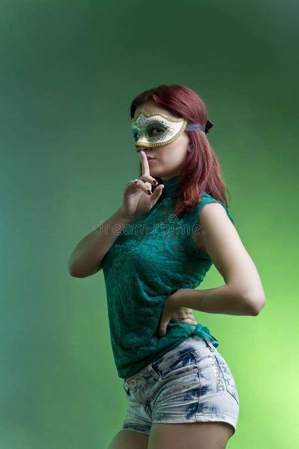 Mulher que chama para o silêncio imagem de stock royalty free