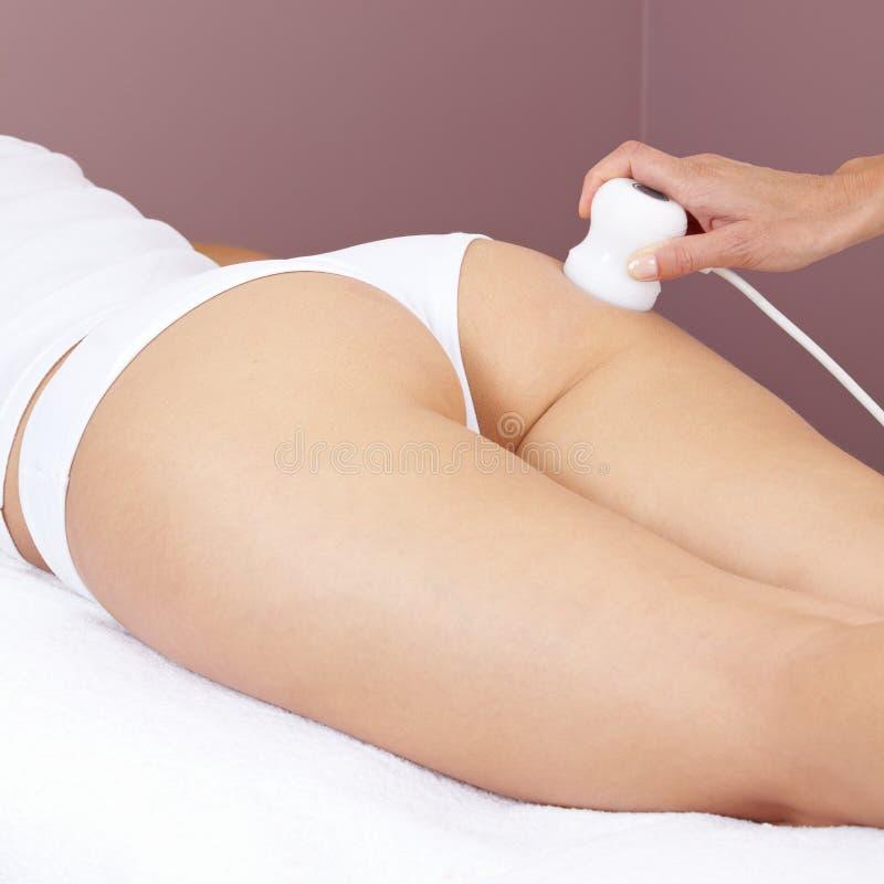 Mulher que começ a massagem elétrica imagens de stock royalty free