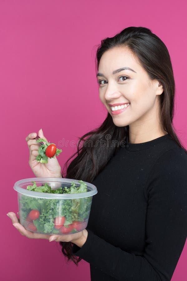 Mulher que come o almoço fotos de stock