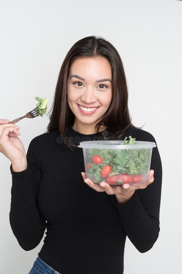 Mulher que come o almoço imagem de stock royalty free
