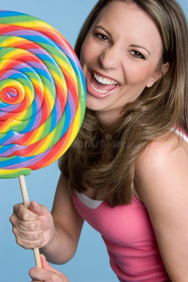 Mulher que come o Lollipop fotos de stock
