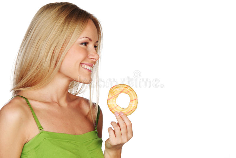 Mulher que come um bolo fotografia de stock
