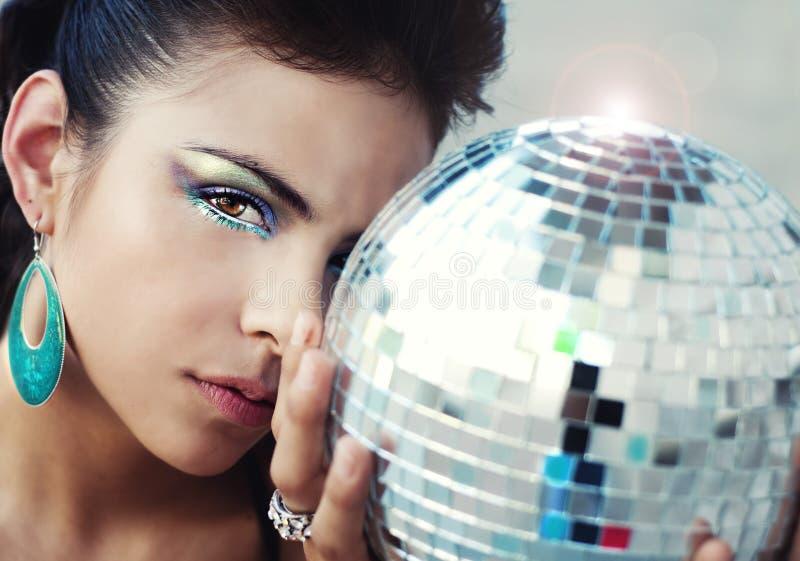 Mulher que desgasta a composição colorida do olho foto de stock royalty free