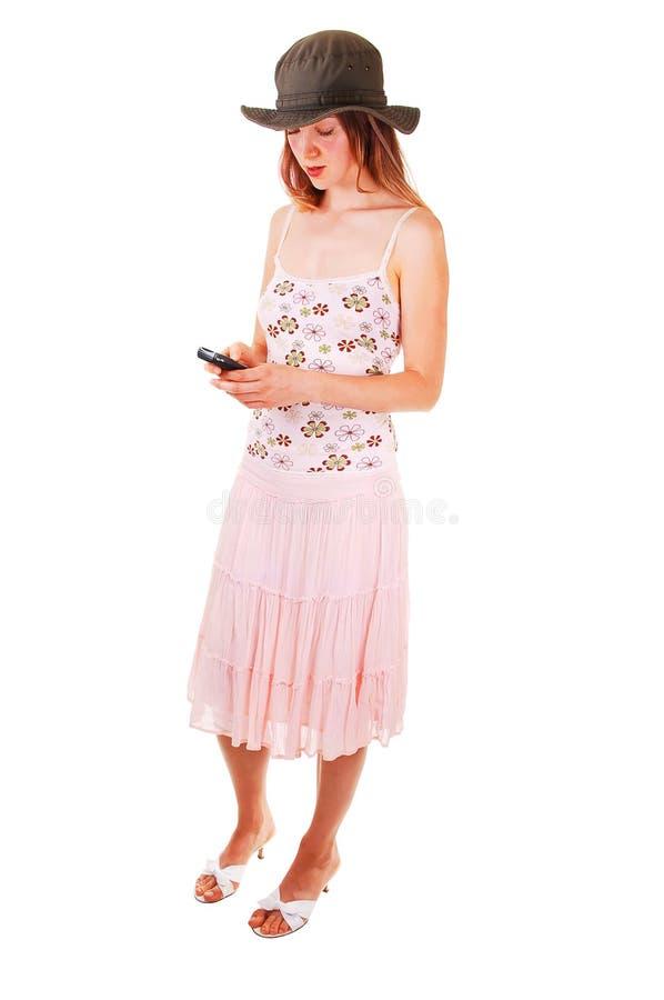 Mulher que disca no telefone imagem de stock