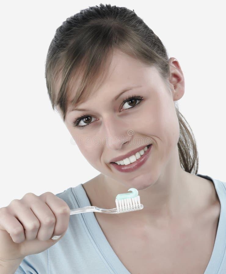 Mulher que escova seus dentes fotos de stock
