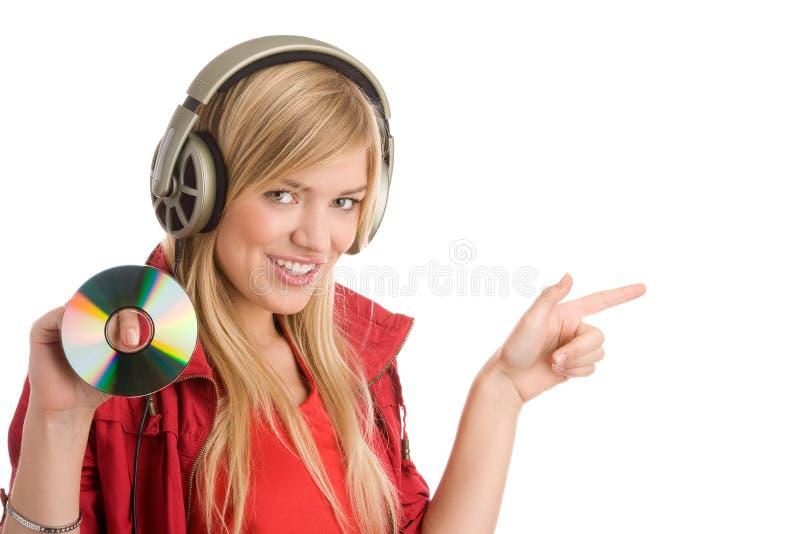 Mulher que escuta a música fotografia de stock