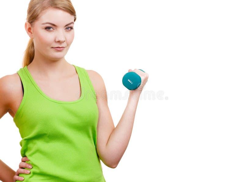 Mulher que exercita com levantar peso dos pesos fotografia de stock royalty free
