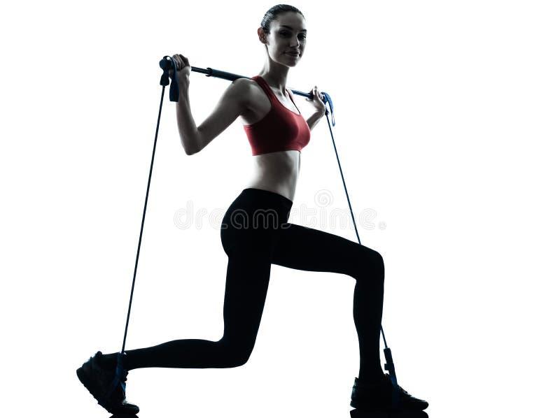 Mulher que exercita o gymstick foto de stock