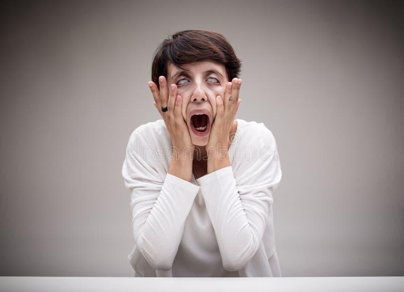 Mulher que faz a cara do ícone do grito imagens de stock royalty free