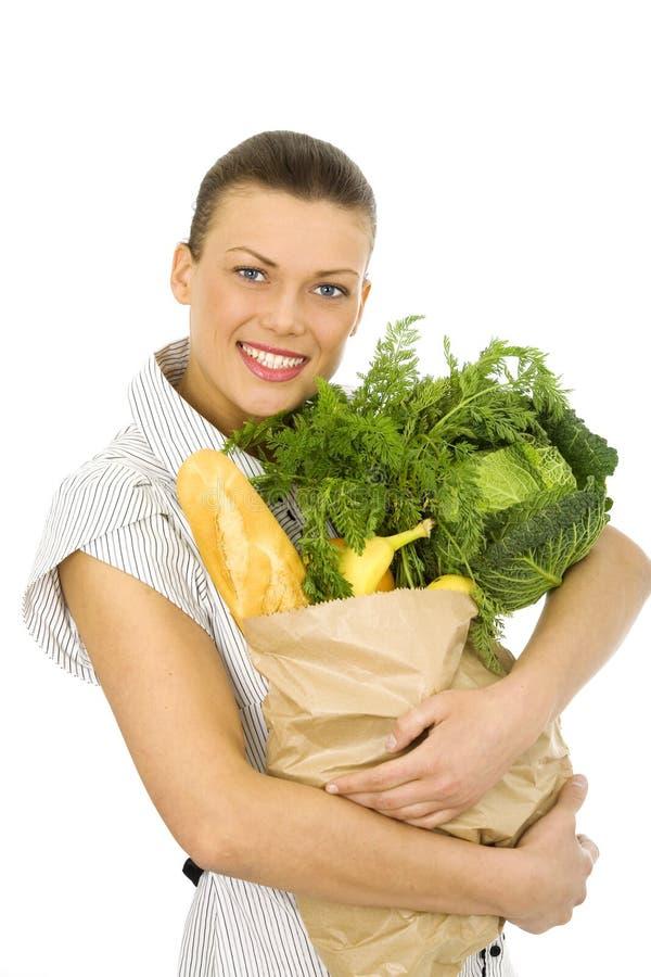 Mulher que faz compras na mercearia fotografia de stock royalty free