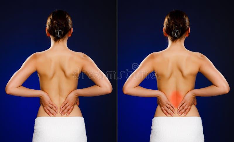 Mulher que faz massagens a parte traseira da dor foto de stock
