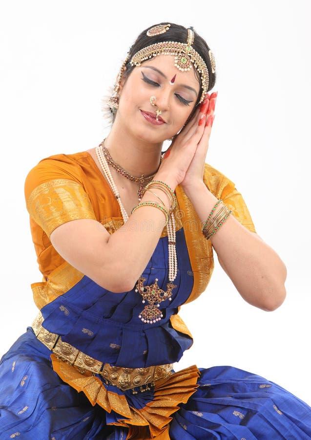 Mulher que faz a postura na dança fotografia de stock royalty free