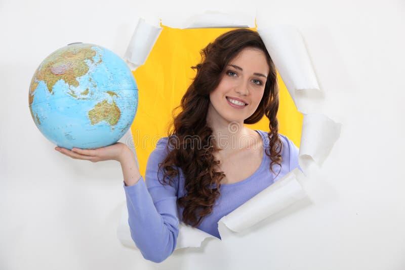 Mulher que guarda o globo foto de stock royalty free