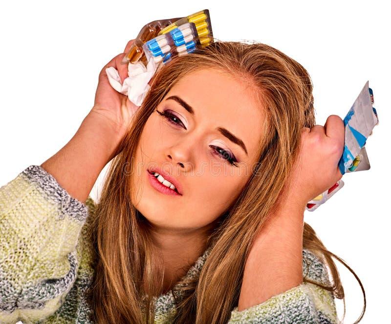 Mulher que guarda o remédio, o comprimido de empacotamento e a tabuleta imagens de stock