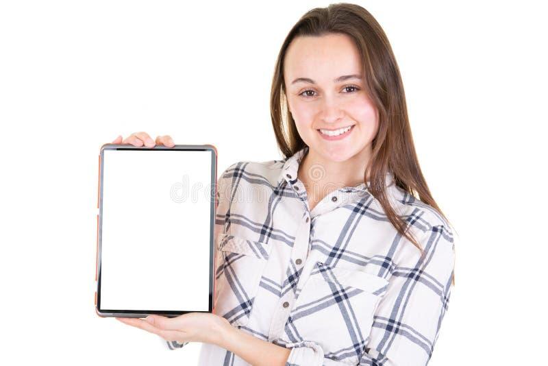 Mulher que guarda a tabuleta digital com a tela isolada branca da placa no conceito da tecnologia do Internet do negócio foto de stock
