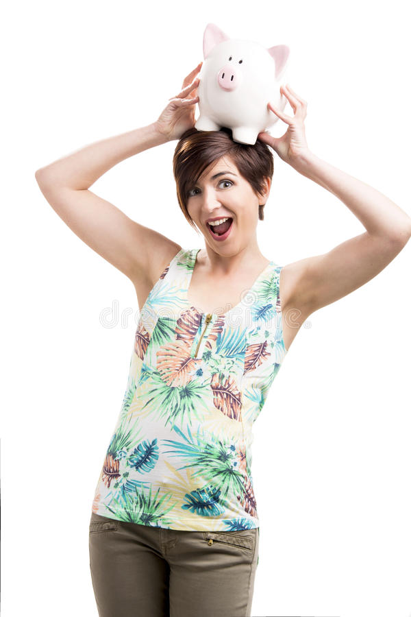 Mulher que guarda um piggybank sobre sua cabeça fotos de stock