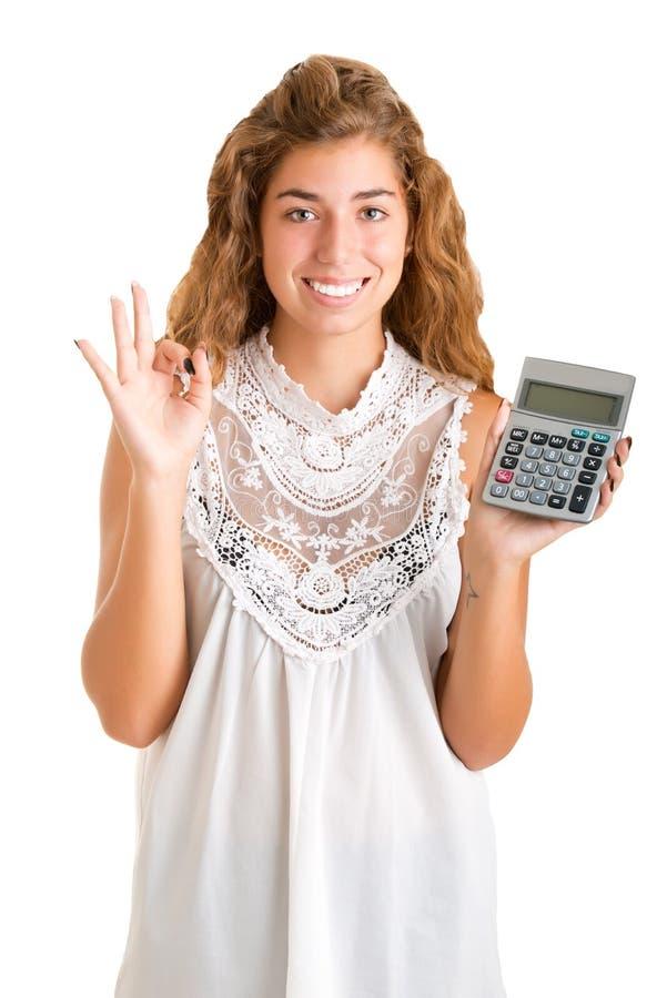 Mulher que guarda uma calculadora fotografia de stock royalty free