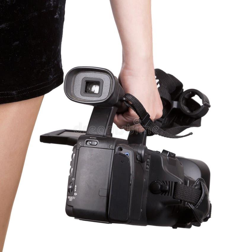 Mulher que guardara a câmara de vídeo fotografia de stock