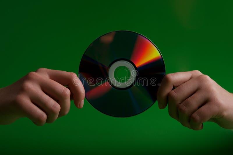 Mulher que guardara o disco cd foto de stock royalty free