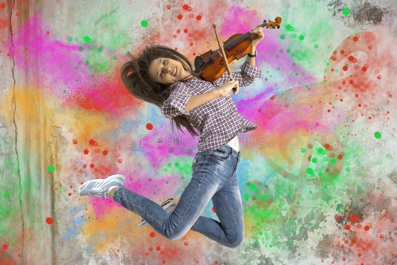 Mulher que joga o violino fotos de stock
