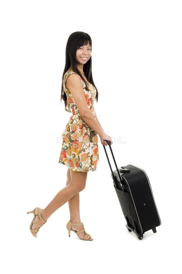 Mulher que levanta com bagagem de mão foto de stock