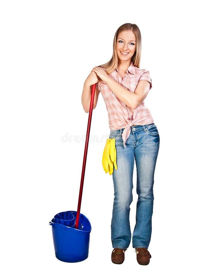 Mulher que limpa o assoalho foto de stock