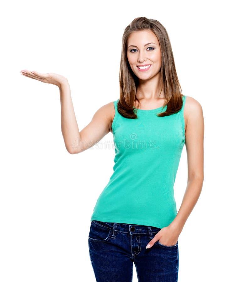 Mulher que mostra algo na palma imagem de stock royalty free