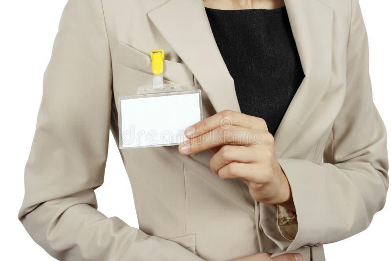 Mulher que mostra seu emblema fotografia de stock royalty free