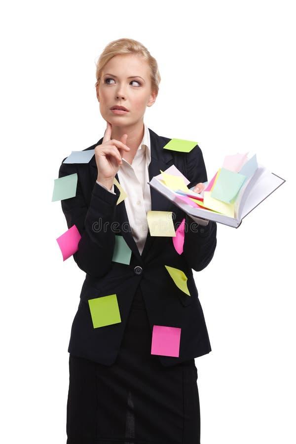 Mulher que pensa com um diário, isolado no branco imagem de stock royalty free