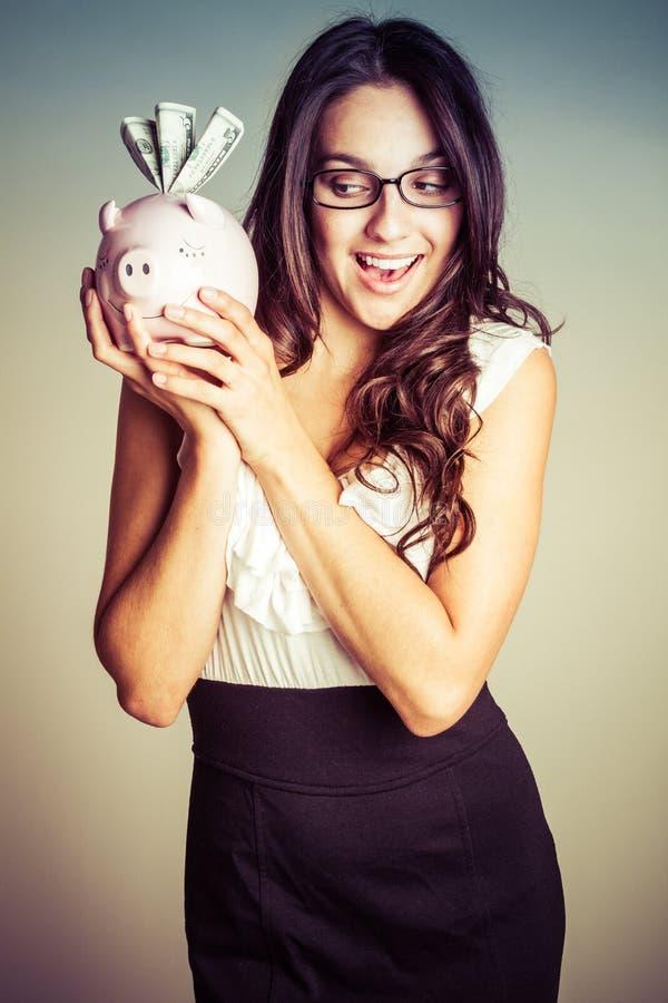 Mulher que prende o banco Piggy imagens de stock royalty free