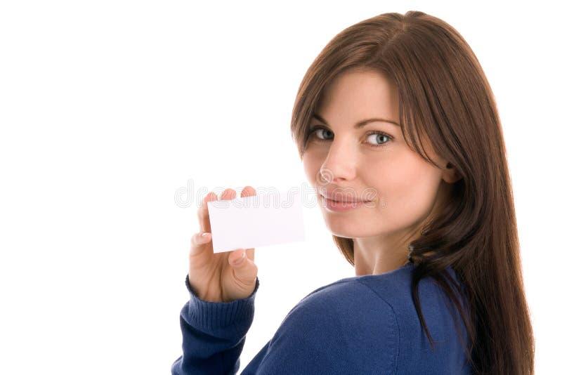 Mulher que prende o cartão em branco fotografia de stock