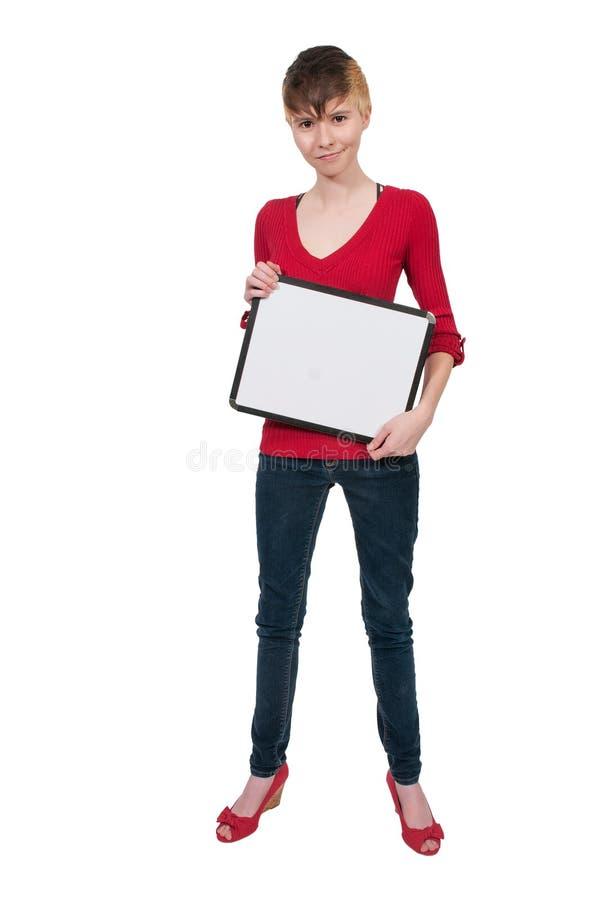 Mulher que prende um sinal em branco imagens de stock royalty free