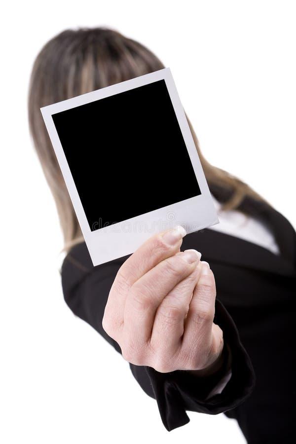 Mulher que prende uma foto imagens de stock royalty free