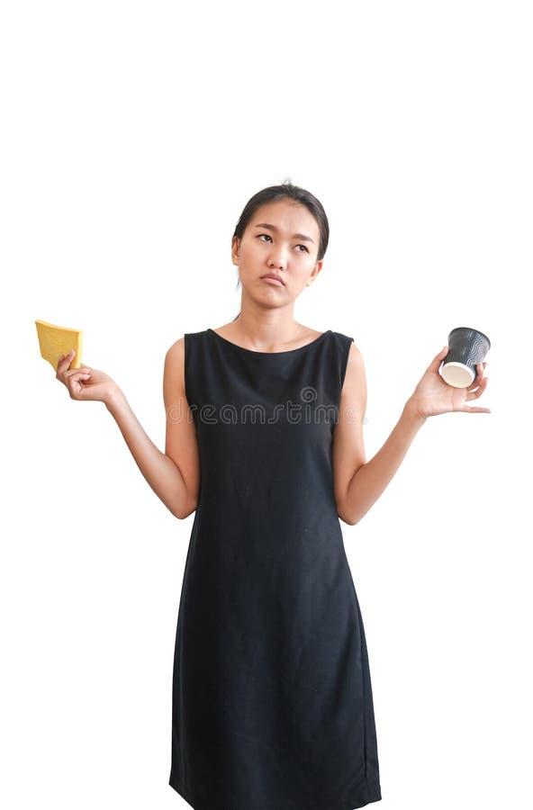 Mulher que rejeita para comer a comida lixo, isolada imagens de stock