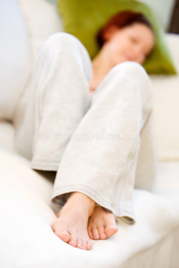 Mulher que relaxa fotografia de stock royalty free