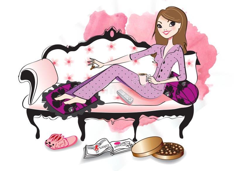 Mulher que relaxa em um sofá